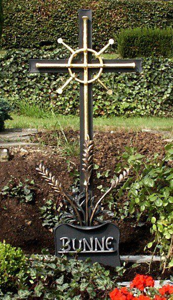 Grabkreuz aus Stahl und Schmiedebronze