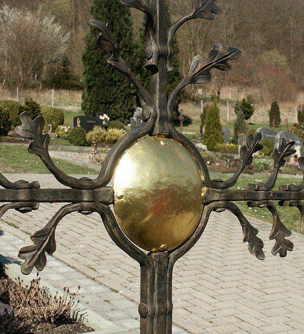 Eichenlaub - Bronzekreuz - vergoldete Sonne