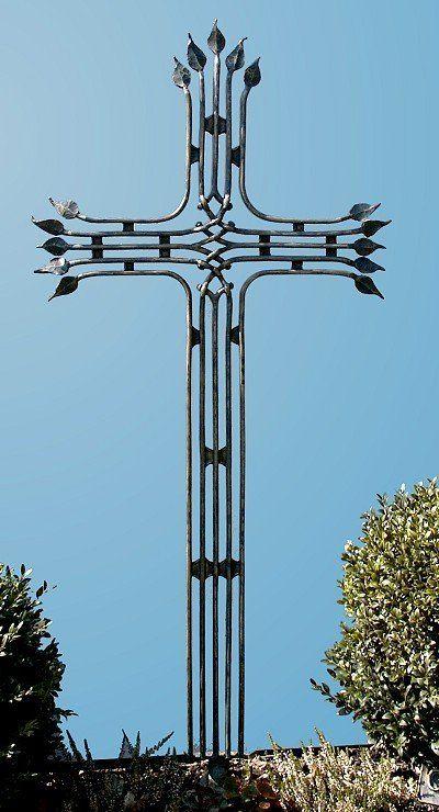 Kreuz aus Schmiedebronzegeschmiedet