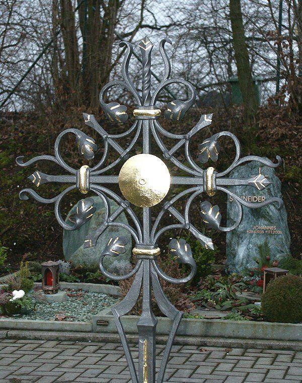 Grabkreuz aus Stahl geschmiedet - Sonne vergoldet