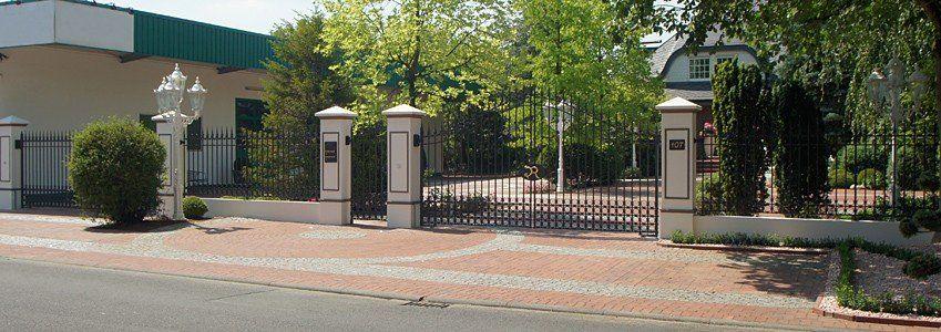 Geschmiedetes Einfahrtstor - Tor aus Stahl gefertigt- Gartentor - Gesamtansicht
