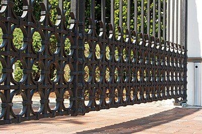 Geschmiedetes Einfahrtstor - Tor aus Stahl gefertigt- Gartentor - Unsichtbarer Torantrib - Unterflurantrieb