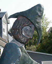 Dorfbrunnen - Brunnen mit Laterne und Räuber und Gendarm - Detail