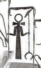 Treppengeländer - ägyptischen Schriftzeichen - Detail