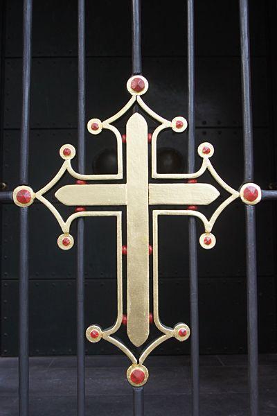 Kreuz mit Blattgold belegt