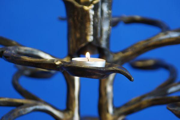 Opferkerzenleuchter aus Bronze - Schmiedebronze