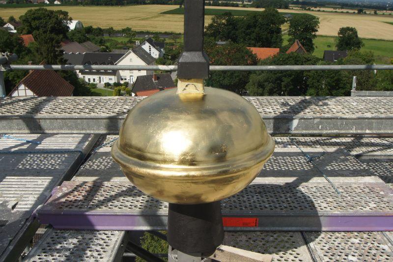 Soest, Meiningsen; Turmkreuz - Kupferkugel - vergoldet
