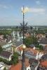 Das montierte Kreuz aus der Arbeitsbühne fotografiert